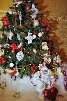 Free Christmas Tree Royalty Free Stock Photos - 27365468