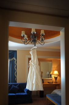 Free Hanging Wedding Dress Stock Images - 27383374
