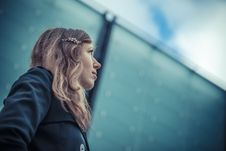 Free Girl Looks On The Sky Royalty Free Stock Photography - 27385447