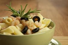 Free Pasta With Shrimps Royalty Free Stock Photos - 27399588