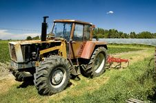 Free Farm Tractor Stock Images - 2740194