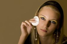 Free Blond Girl Applying Face Pack Royalty Free Stock Photography - 2741347