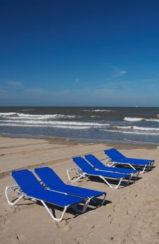 Free Beach Chairs (blue) Royalty Free Stock Images - 2741759