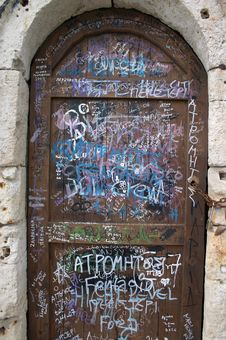 Free Graffiti On The Door Royalty Free Stock Images - 2748879