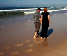 Free Couple Walking On The Beach Royalty Free Stock Photography - 2749297