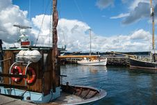 Free Fishing Boats In A Port Stock Photo - 27401800