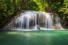 Free Deep Forest Waterfall Royalty Free Stock Photography - 27404257