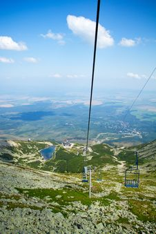 Free Chair Lift At Lomnicky Peak In High Tatras Mountains Royalty Free Stock Images - 27410399