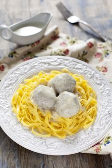 Free Meatballs With Tagliatelli And White Sauce Royalty Free Stock Photo - 27410555