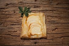 Free Sliced Apples And Mint On Pastry Royalty Free Stock Images - 27415369