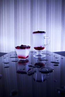 Free Two Cocktails On Table Bar Stock Images - 27415424