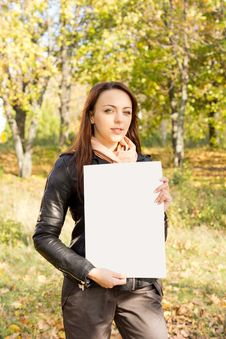 Free Woman Holding A Blank Sign In Woodland Stock Photography - 27423212