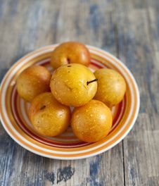 Free Yellow Plums Royalty Free Stock Photo - 27436965