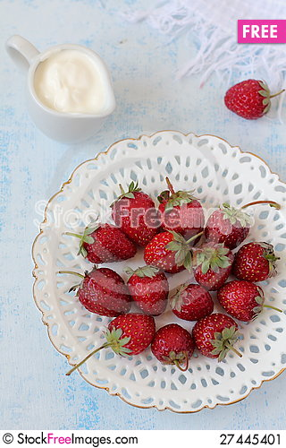 Free Strawberry With Sour Cream Stock Image - 27445401