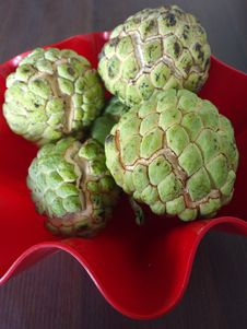 Free Sugar Apple Custard Apple Red Bowl Wood Royalty Free Stock Photography - 27441527