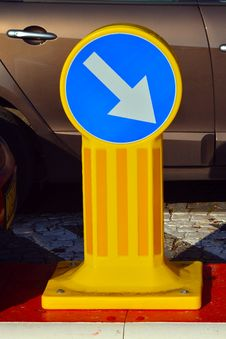 Free Turn Right - Road Sign Stock Photo - 27445050