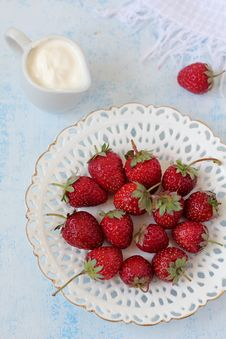 Strawberry With Sour Cream