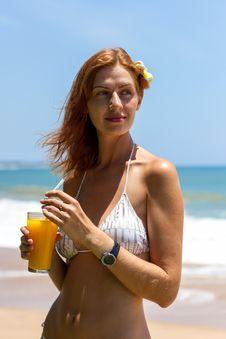 Free Closeup Of Slim Woman Body In Black Bikini Royalty Free Stock Photos - 27453568