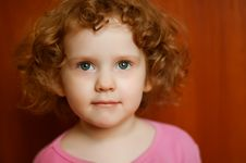 Free Portret Fine Curly Girl With Open Gray Eyes Royalty Free Stock Images - 27461399