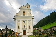 Free Church And Cemetery Of The Sesto Royalty Free Stock Photos - 27462818