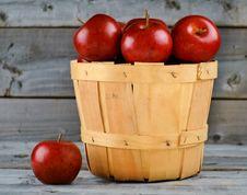 Free Freshly Picked Apples Stock Photos - 27471143