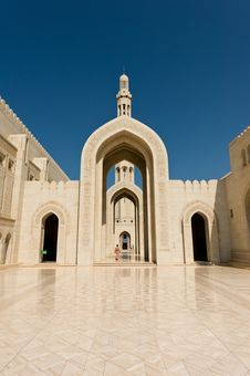 Free Sultan Qaboos Mosque Royalty Free Stock Photography - 27472297