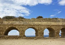 Free Stone Arches Of Ancient Roman Aqueduct Stock Photography - 27473452