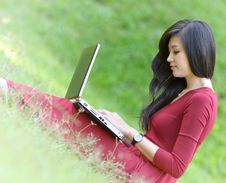 Free Pretty  Woman With Laptop Royalty Free Stock Images - 27473909