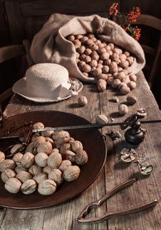 Free Still Life With Walnuts Royalty Free Stock Photos - 27474458