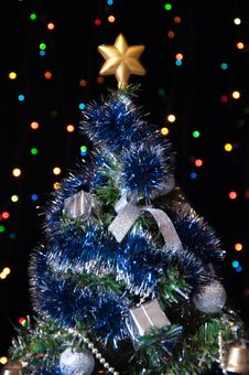 Free Dressed Up Fur-tree With The Star On A Black Stock Images - 27489734