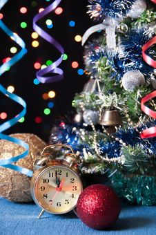 Free Clock,ball, Serpentine,a  Tree On A Black Royalty Free Stock Photography - 27489767