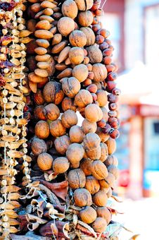 Free A Bunch Of Nuts On The Market. Royalty Free Stock Photography - 27491647