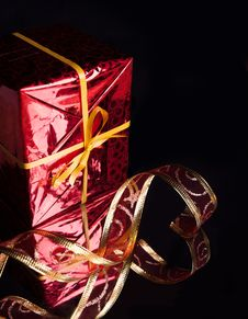 Free Gift In The Red Packaging ,delicate Red Ribbon Royalty Free Stock Photo - 27497135