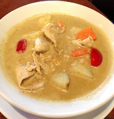 Free Thai Yellow Chicken Curry In Coconut Milk Royalty Free Stock Photography - 27499197