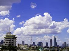 Free City Skyline With Blue Sky Stock Photo - 27499790