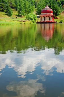 Free Serene Temple View Royalty Free Stock Photo - 2751585