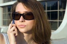 Free Business Woman Speak Cellphone Royalty Free Stock Image - 2752316