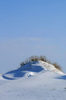 Free Snowy Dunes Royalty Free Stock Photos - 27513888