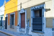 Free Unoccupied Houses In Mexico Town Stock Photo - 27515840