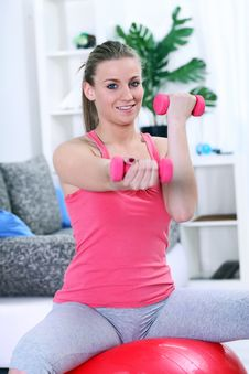 Free Girl Working With Fitness Ball And Dumbbell Royalty Free Stock Images - 27523049