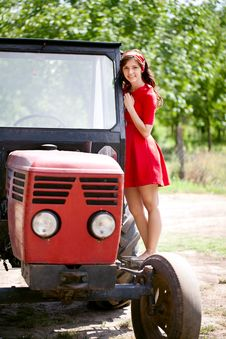 Free Farm Girl Royalty Free Stock Photos - 27525388
