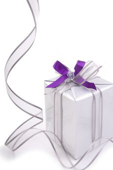 Free Present With Silver Ribbon Royalty Free Stock Photos - 27538918