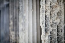 Free Antique Stone Column Background Royalty Free Stock Images - 27544229