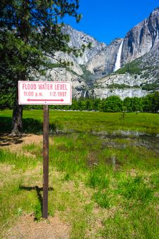 Flood Level Sign In Yosemite Royalty Free Stock Photography