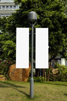 Free Blank Signpost On Lamppost Royalty Free Stock Photography - 27553947