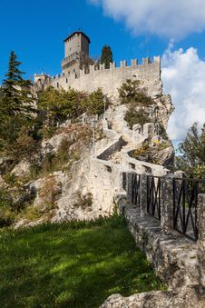 Free Castle In San Marino Royalty Free Stock Image - 27559506