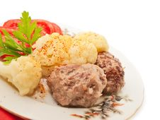 Free Fried Meatballs With Cauliflower And Tomato Royalty Free Stock Image - 27559936
