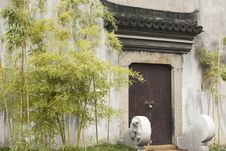 Free Traditional Chinese Door Stock Photography - 27561962