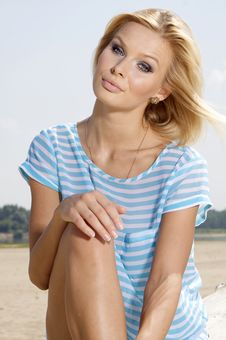 Free Beautiful Girl On Background Blue Sky Royalty Free Stock Photo - 27564865