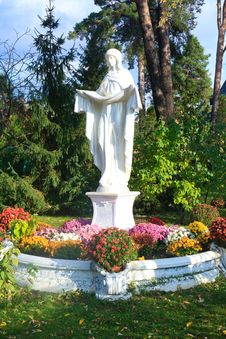 Free Statue Of Saint Mary Royalty Free Stock Photo - 27565815